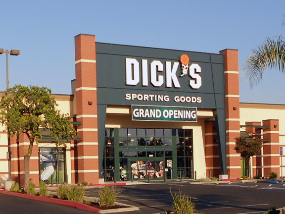 DICK'S Sporting Goods Store in Visalia, CA