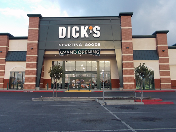 DICK'S Sporting Goods Store in Salinas, CA