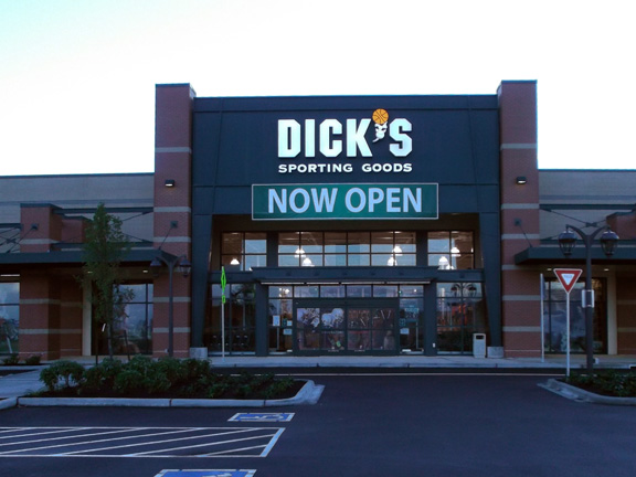 DICK'S Sporting Goods Store in Issaquah, WA