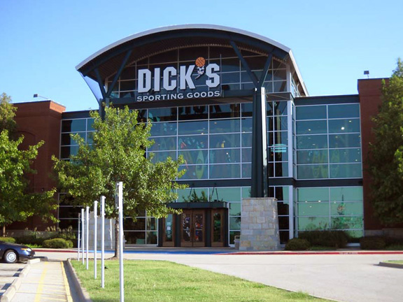 DICK'S Sporting Goods Store in Arlington, TX