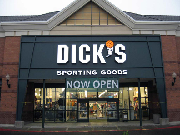 DICK'S Sporting Goods Store in Hillsboro, OR