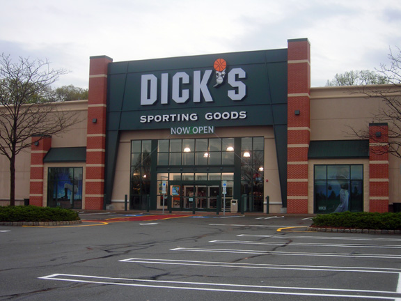 DICK'S Sporting Goods Store in Paramus, NJ