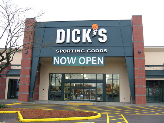 DICK'S Sporting Goods Store in Eugene, OR