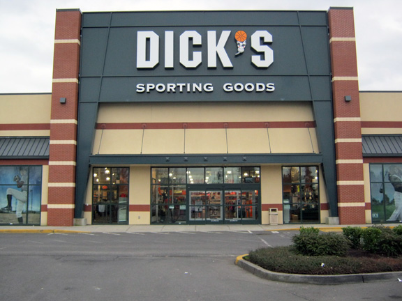 DICK'S Sporting Goods Store in Clackamas, OR
