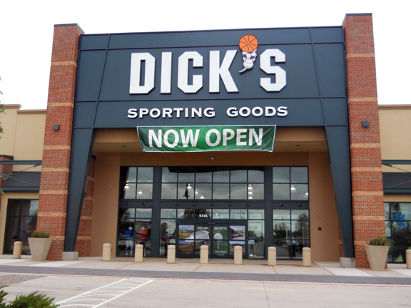 DICK'S Sporting Goods Store in Fort Worth, TX