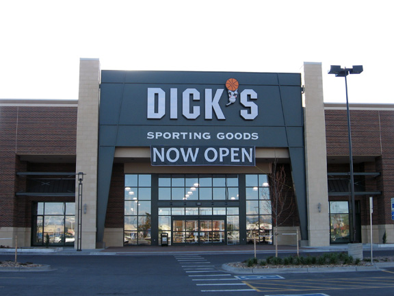 DICK'S Sporting Goods Store in Aurora, CO
